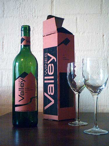 Valley Wines bottle and packaging design